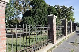 Kell a kerítés